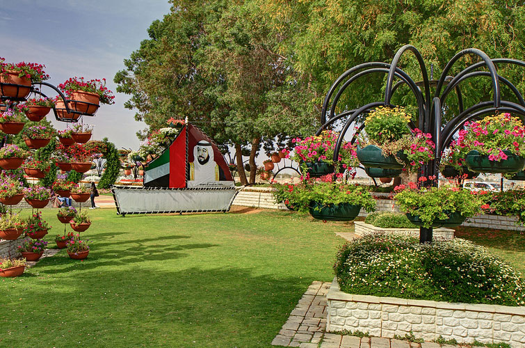 Abu Dhabi Al Ain Paradise Garden Arab Emirates Walking