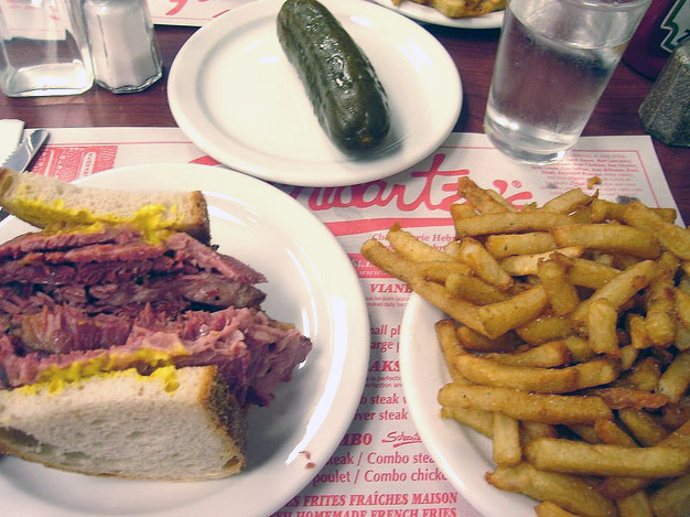 Carne affumicata di Montréal (Montreal Style Smoked Meat)