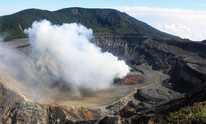 Poás Volcan