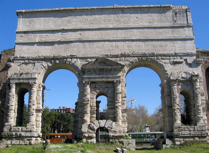 Rome porta maggiore larger gate lazio italy for Porta maggiore