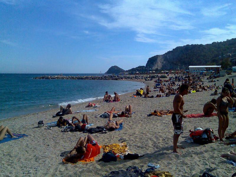 Matrimonio Spiaggia Bergeggi : Spotorno la spiaggia di bergeggi liguria italia