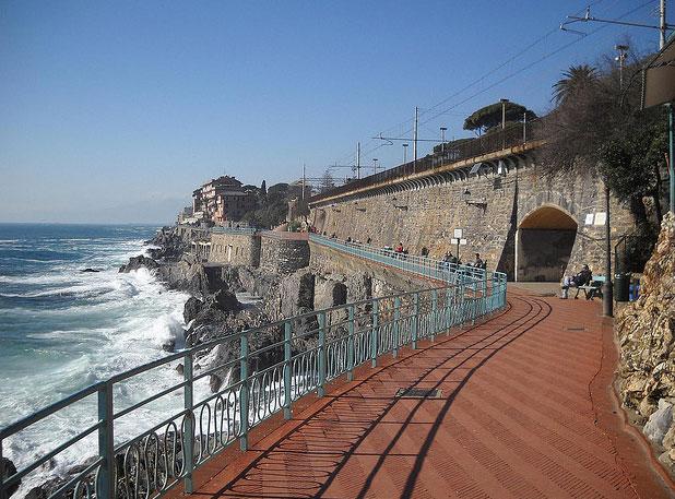 Genova passeggiata anita garibaldi liguria italia for Lungomare genova