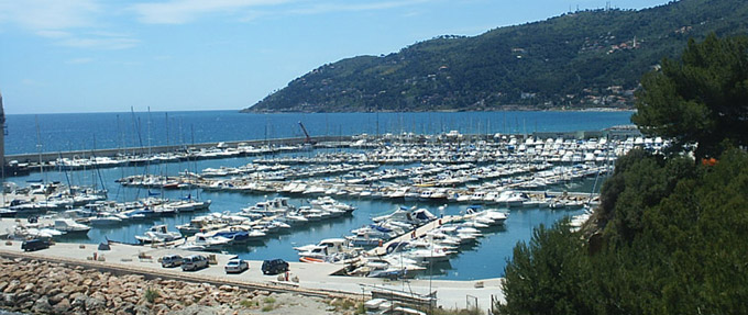 Andora port de plaisance d 39 andora ligurie italie - Plus grand port de plaisance d europe ...