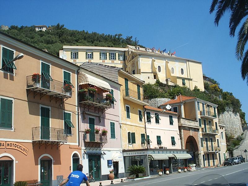 Noli il centro storico liguria italia centri storici for Hotel a bressanone centro storico