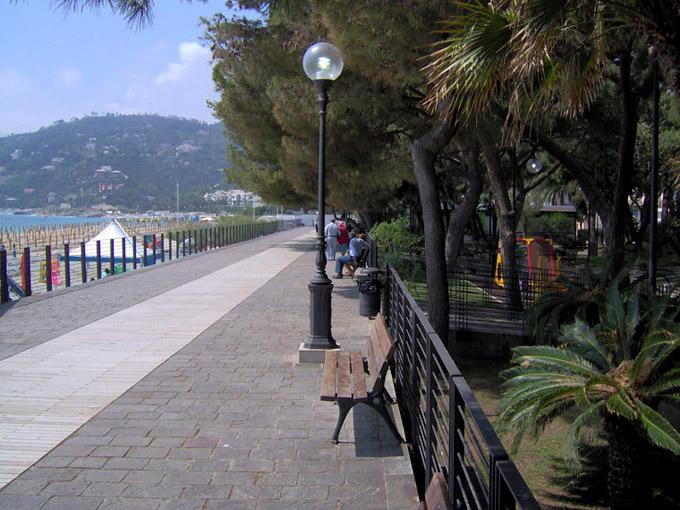 Spotorno La Passeggiata (Liguria, Italia) - passeggiate ...