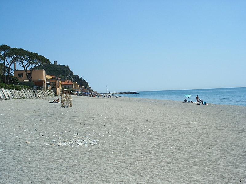 Matrimonio Spiaggia Varigotti : Varigotti le spiagge di liguria italia