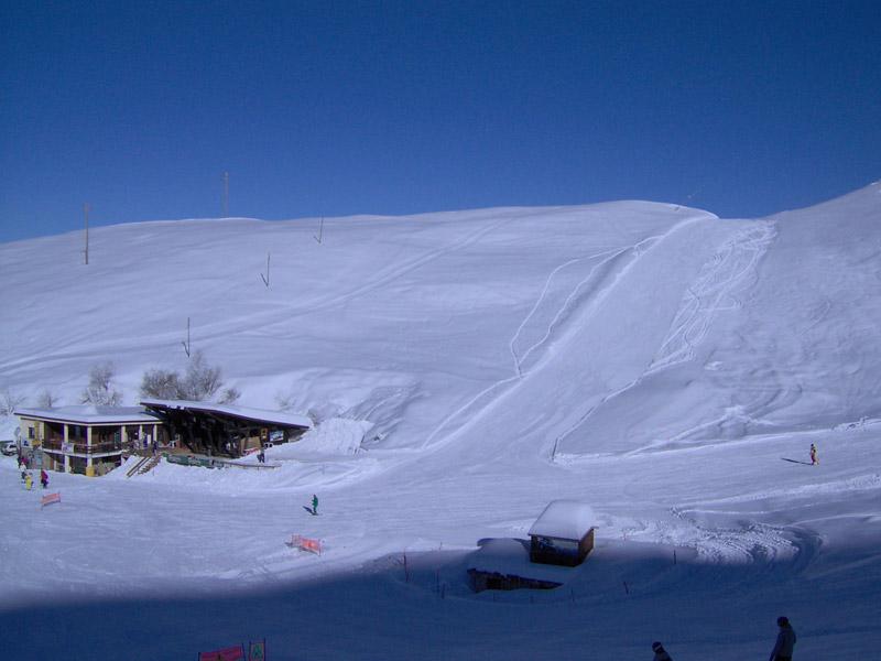 a pie de pistas de ski: