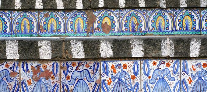 Керамическая плитка на ступенях самой большой лестницы в городе Caltagirone