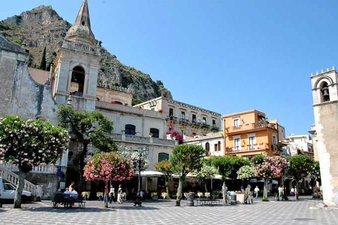 Taormina the town resort sicily italy coast taormina for Taormina sicilia