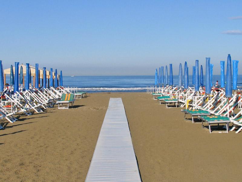 Lido di camaiore il mare e le spiagge toscana italia - Bagno milano viareggio ...
