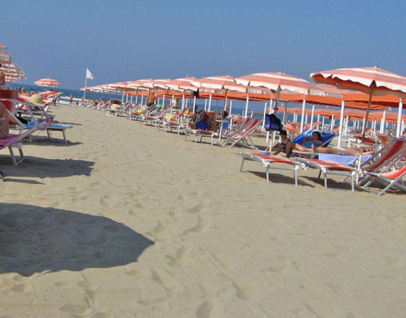 Lido di Camaiore Italy  city photos gallery : , Italy versilia lucca Lido di Camaiore lucca summer Lido di ...