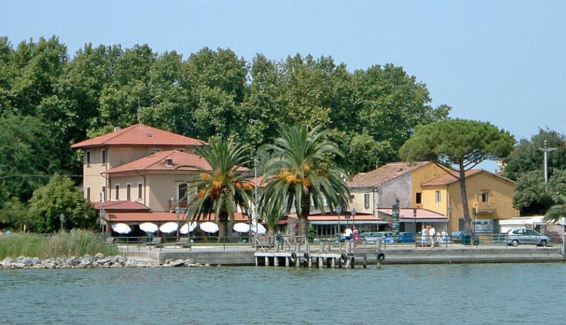 Torre del lago urlaubsort toskana italien toscana for Case torre del lago