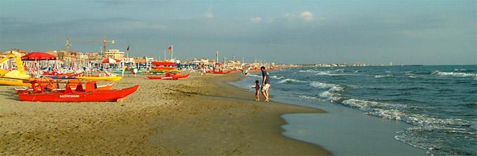 Versilia le spiagge toscana italia versilia lucca for Cabine dell hotel di yellowstone del lago