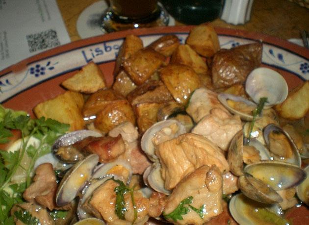 Carne de Porco à Alentejana